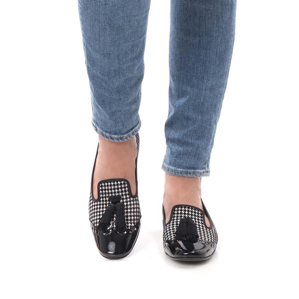 Averie|שחור|לבן|נעלי בובה|נעלי בלרינה|נעליים שטוחות|נעליים נוחות|ballerinas